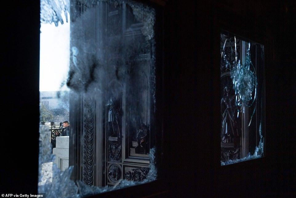 صحنه ساختمان مجلس شورای ملی ایالات متحده پس از سقوط 2