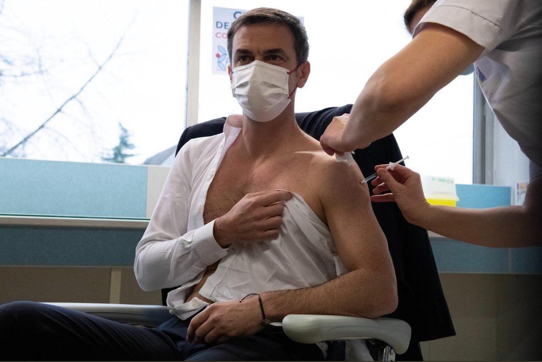 Bộ trưởng Y tế Pháp xả vai tiêm vắc xin Covid-19 khiến dân tình 'quắn quéo' 2
