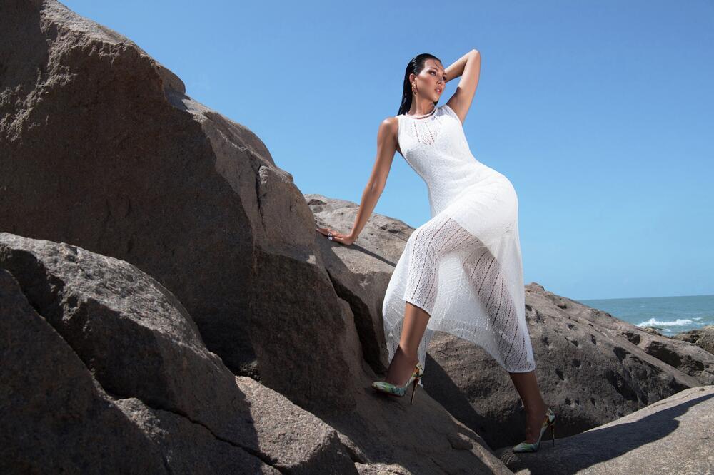 Đi biển nhưng tinh thần thời trang vẫn 'ngời ngợi' cùng loạt gợi ý của siêu mẫu Minh Triệu 1