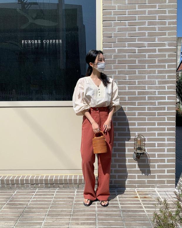 او با ارائه لباس استاندارد کره ای ، بلافاصله آن را کپی کرد تا مطمئن شود به اندازه مد 5 خوب است