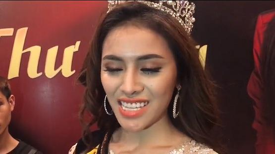 Á hậu Thư Dung được dân mạng gọi tên 'cô gái mặt rắn' vì khuôn mặt khác lạ nghi PTTM lỗi 3