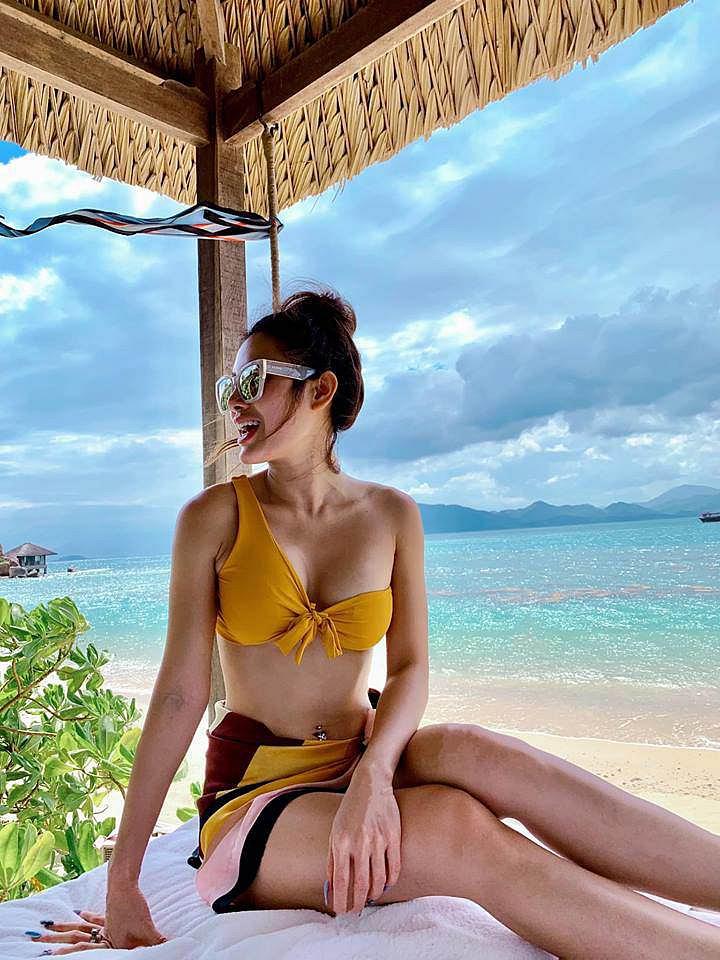 Phương Trinh Jolie khiến dân tình xuýt xoa khi khoe cơ thể nuột nà với bikini hai mảnh 1