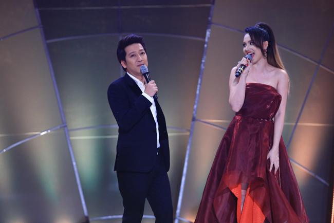 Trường Giang khiến dân tình bất ngờ khi 'lột váy' đồng nghiệp ngay trên sân khấu 1