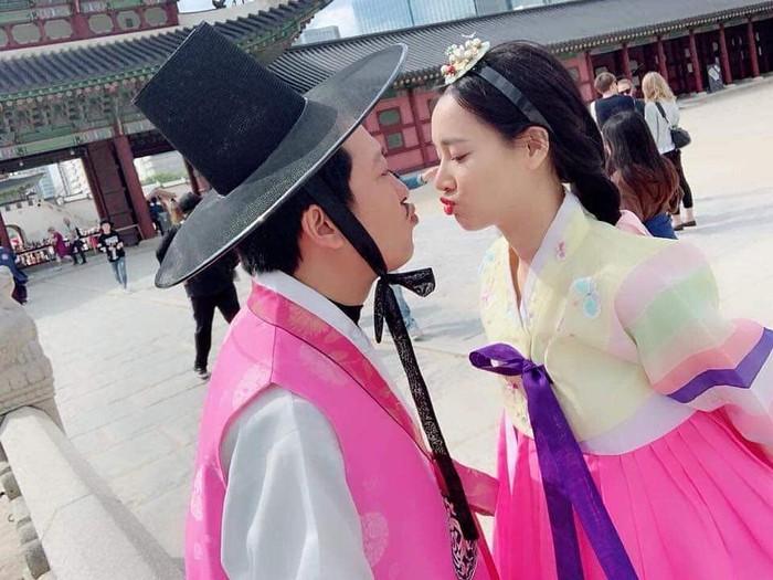 So kè gout đồ đôi của cặp Trường Giang - Nhã Phương và Trấn Thành - Hari Won 13