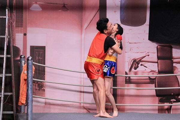 Trường Giang khiến dân tình bất ngờ khi 'lột váy' đồng nghiệp ngay trên sân khấu 7