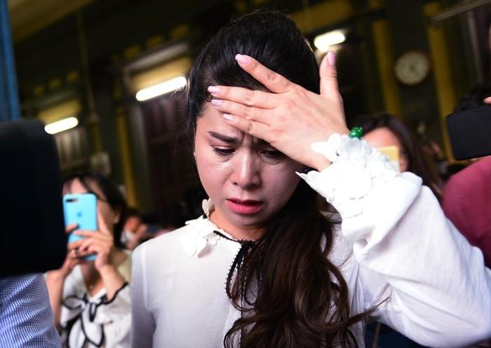 Hoa hậu Phương Lê bênh vực bà Diệp Thảo, mắng ông vua cafe Trung Nguyên là ham của 1