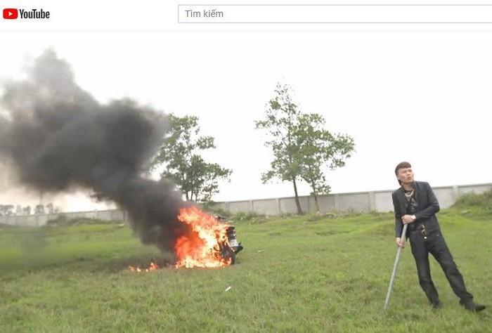 Khá Bảnh đập phá, đốt xe máy Honda khiến dân mạng càng ngán ngẩm: 'Cần phạt thật nặng' 2