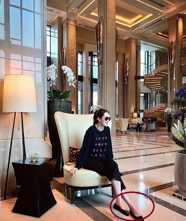 Sau 7 năm đăng quang, Hoa hậu Đặng Thu Thảo lần đầu tiên để lộ khuyết điểm hình thể 4