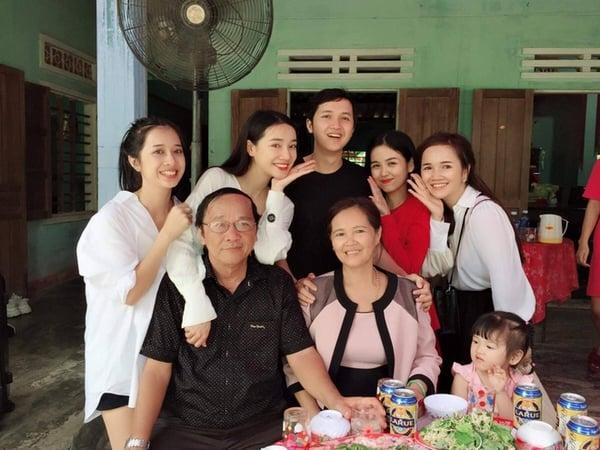 Con kiếm tiền giỏi nhưng bố Trường Giang sống giản dị, trái ngược với gia đình Nhã Phương 4