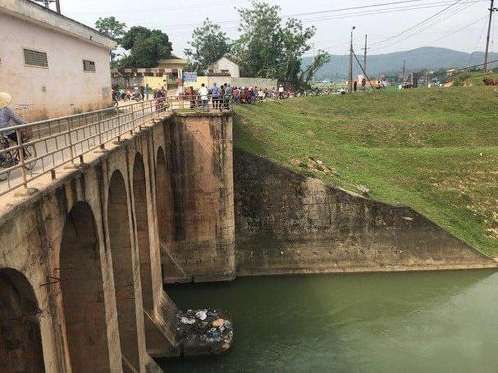 Cuộc gọi cuối cho mẹ đầy ám ảnh của cô gái trẻ nhảy sông tự tử ở Nghệ An 1