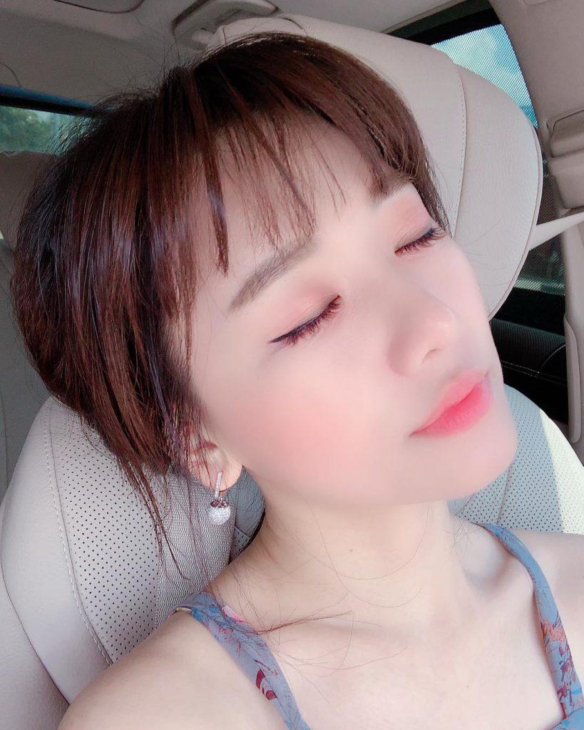 Dù đã chỉnh sửa kỹ bằng phần mềm nhưng Hari Won bị fan soi ra nếp nhăn và lỗi makeup 1