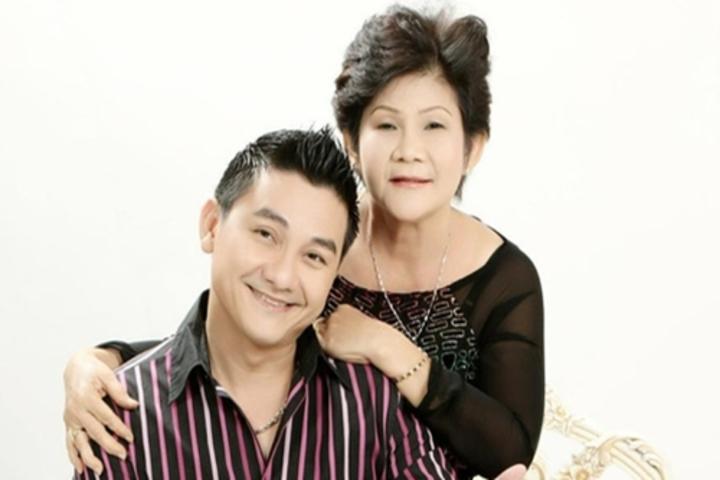 Mẹ của nghệ sĩ Anh Vũ lên cơn đau tim sau khi hay tin con trai mất đột ngột khi lưu diễn 2