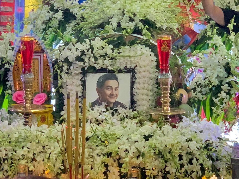 Mẹ cố nghệ sĩ Anh Vũ đã có mặt tại lễ tang con, cảm ơn từng người tới viếng 5