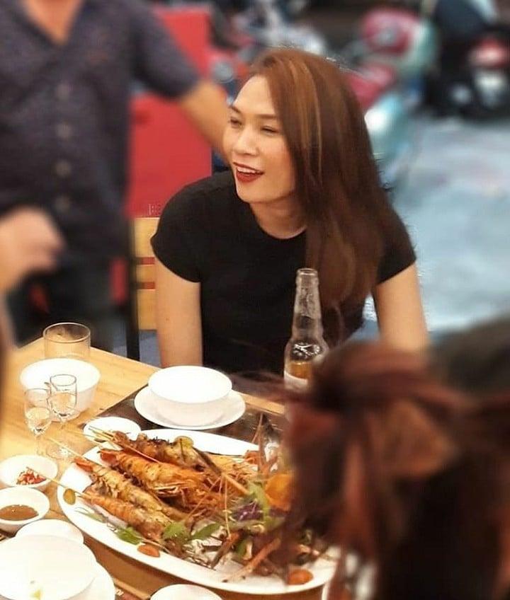 Mỹ Tâm và Hà Anh Tuấn bị fan bắt gặp ôm nhau thắm thiết tại quán nhậu 5