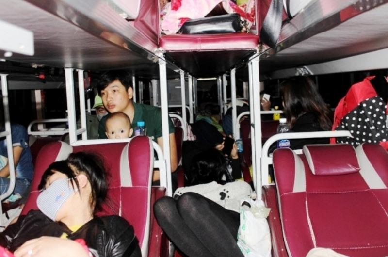 Kinh hoàng cảnh nhồi nhét ngộp thở trên xe khách trong ngày đầu kỳ nghỉ lễ 1