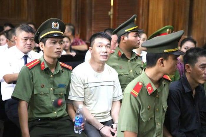 Sự bình thản đến lạnh người của Văn Kính Dương trong 2 ngày xét xử 4