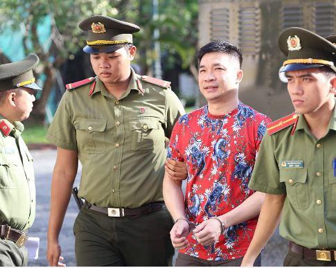 Sự bình thản đến lạnh người của Văn Kính Dương trong 2 ngày xét xử 6