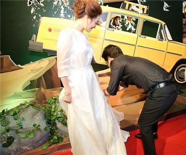 Nhã Phương mê tít Trường Giang cũng nhờ hành động này của chồng mỗi lần trên thảm đỏ 4