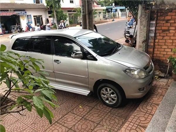 Tài xế đỗ xe chắn lối đi nhà khác nhận ngay lời khắc cốt ghi tâm 'đậu xe gắn não' 2
