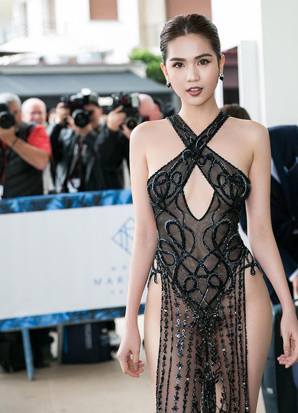 Không chỉ Ngọc Trinh, thảm đỏ Cannes từng chứng kiến nhiều sao thế giới diện đồ phản cảm 3