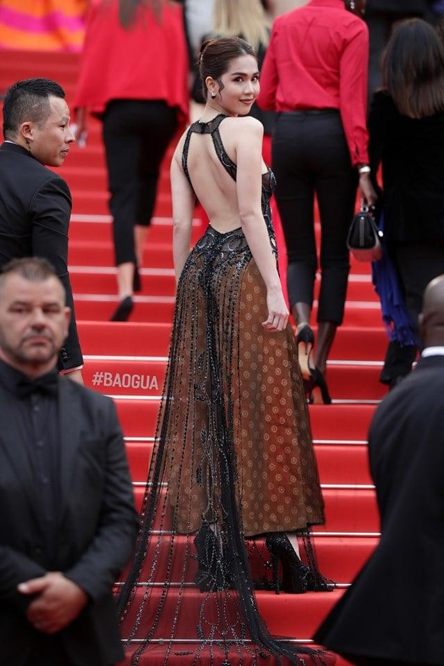 Dân mạng 'thương' Ngọc Trinh, bất ngờ 'mặc' thêm quần cho bộ đồ hở bạo của nữ hoàng nội y 4