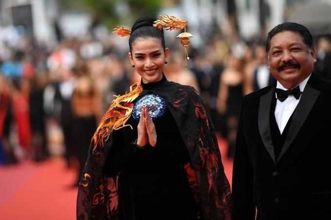 Giữa tâm bão Ngọc Trinh hở bạo, Trương Thị May mặc kín như bưng tại Cannes 2