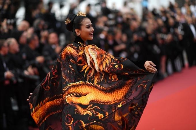 Giữa tâm bão Ngọc Trinh hở bạo, Trương Thị May mặc kín như bưng tại Cannes 3