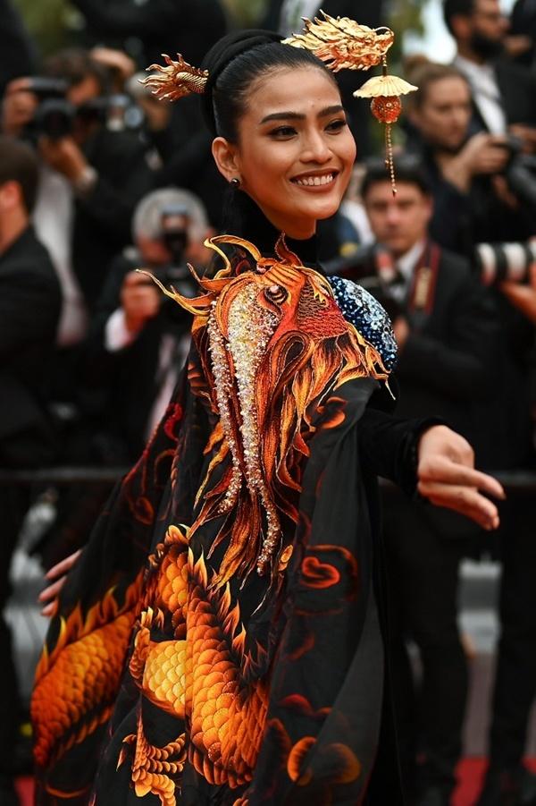 Giữa tâm bão Ngọc Trinh hở bạo, Trương Thị May mặc kín như bưng tại Cannes 8