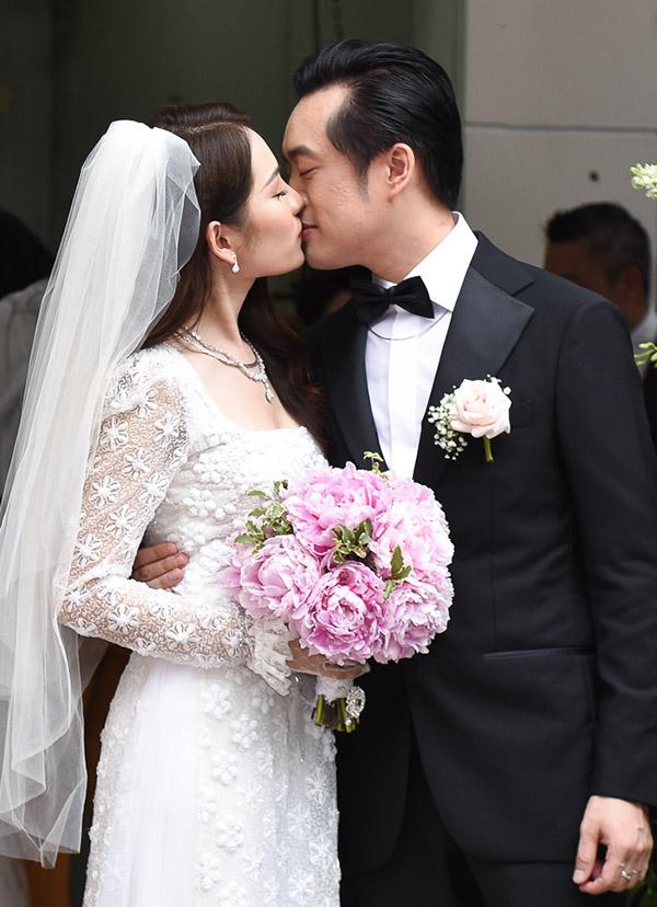 Dương Khắc Linh hạnh phúc trao nhẫn kim cương cho Ngọc Duyên trong ngày rước dâu 5