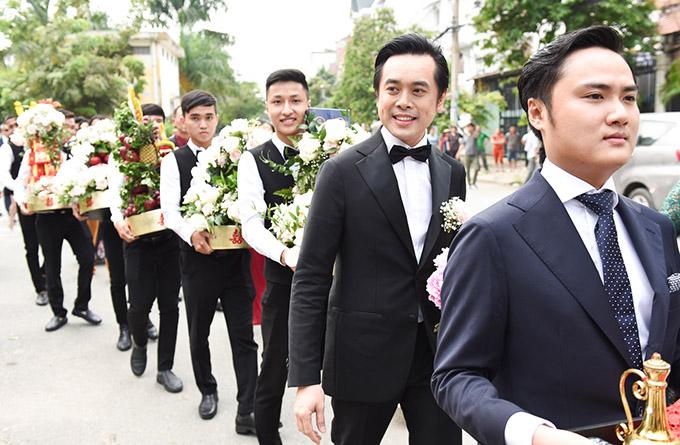 Dương Khắc Linh hạnh phúc trao nhẫn kim cương cho Ngọc Duyên trong ngày rước dâu 2