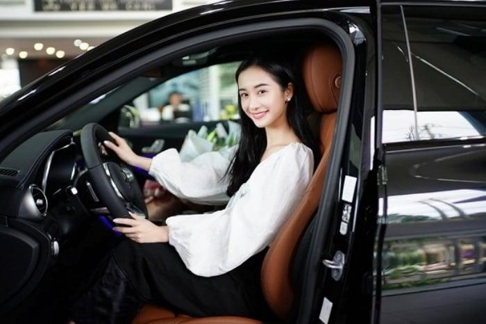 Jun Vũ 'chơi lớn' tậu siêu xe hơn 2 tỷ đồng nhân dịp tuổi mới 1