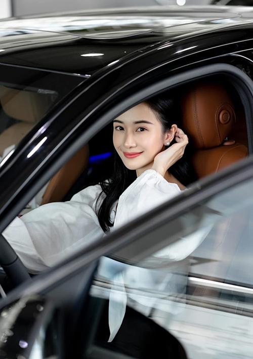 Jun Vũ 'chơi lớn' tậu siêu xe hơn 2 tỷ đồng nhân dịp tuổi mới 3