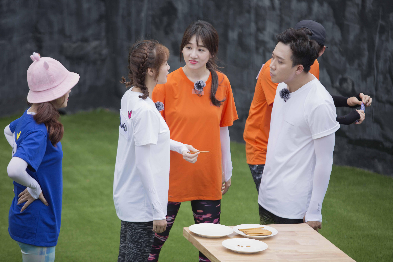 Hari Won 'ghen tuông' khi tận mắt chứng kiến Trấn Thành kề môi bên cô gái này 2