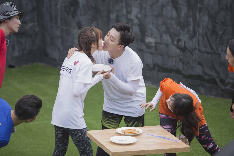 Hari Won 'ghen tuông' khi tận mắt chứng kiến Trấn Thành kề môi bên cô gái này 3