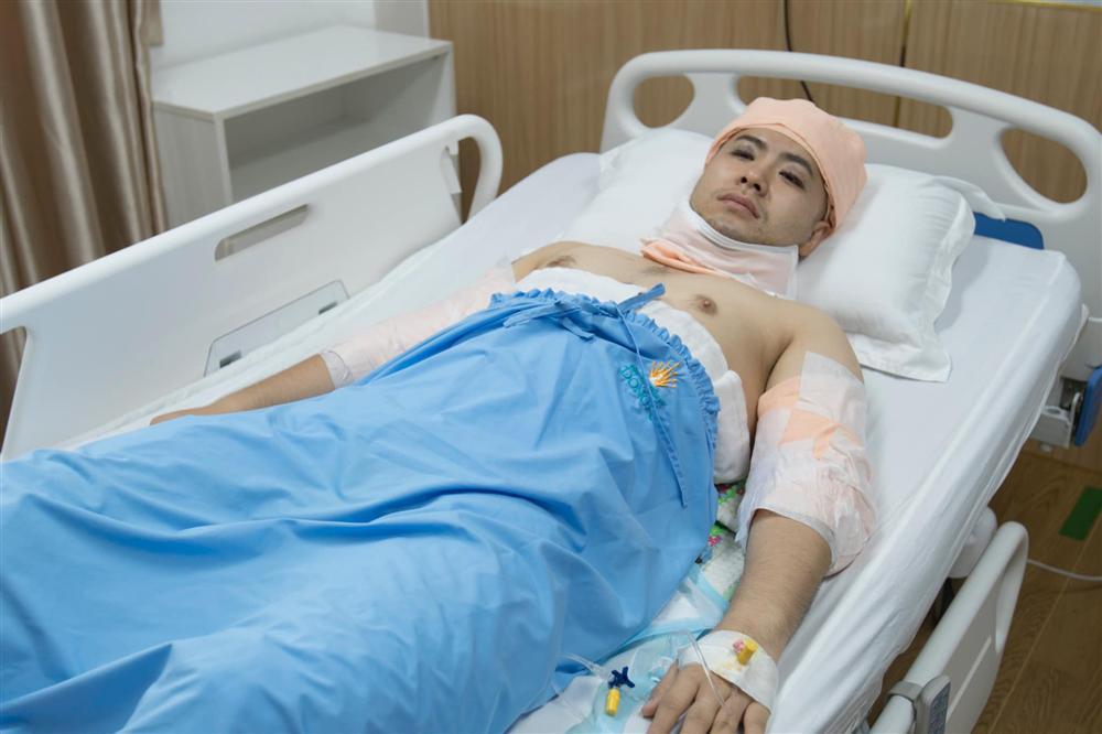 Akira Phan xuất hiện sau phẫu thuật thẩm mỹ khiến dân mạng há hốc mồm không thể nhận ra 1